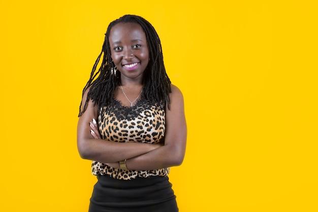 Mooie jonge afrikaanse vrouw