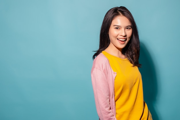 Mooie jonge aziatische glimlachen
