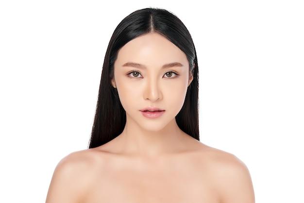 Mooie jonge aziatische vrouw met schone huid, gezichtsverzorging, gezichtsbehandeling. cosmetologie, schoonheid en spa.