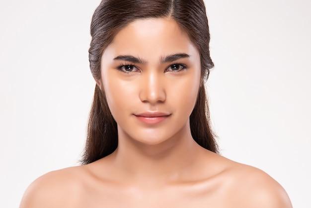 Mooie jonge aziatische vrouw met schone huid. gezichtsverzorging, gezichtsbehandeling, schoonheid en cosmetica concept.
