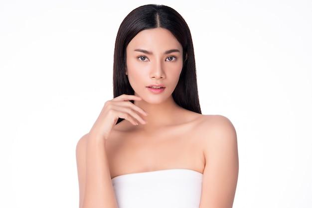 Mooie jonge aziatische vrouw met schone huid,