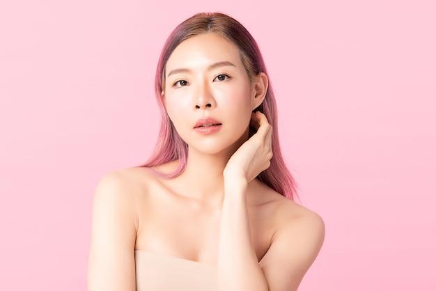 Mooie jonge aziatische vrouw met schone huid