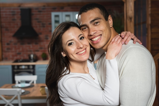 Mooie jonge man en vrouw samen
