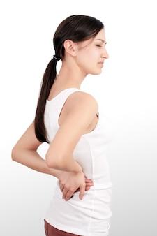 Mooie jonge vrouw gevoel sterke rugpijn, gezondheidsprobleem hebben