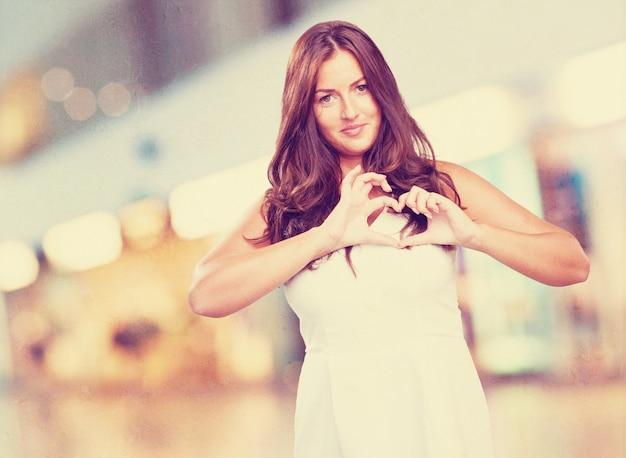Mooie jonge vrouw in de liefde
