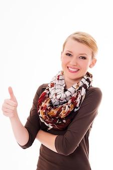 Mooie jonge vrouw met duimen omhoog gebaar