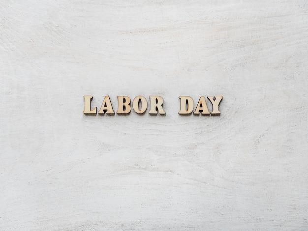 Mooie kaart met felicitaties op dag van de arbeid