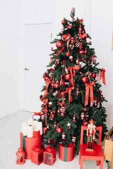 Mooie kamer ingericht voor kerstmis