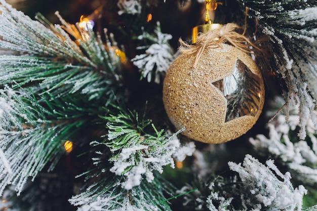 Mooie kerst achtergrond met copyspace ballen nieuwjaar.