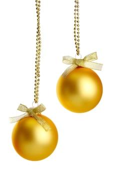 Mooie kerstballen, geïsoleerd op wit