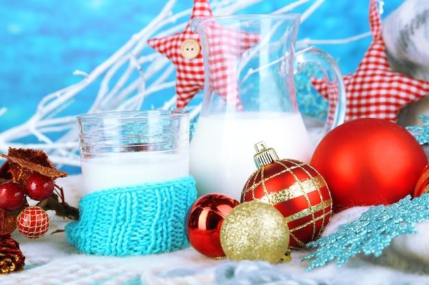 Mooie kerstmissamenstelling met melkclose-up