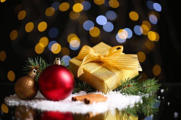Mooie kerstmissamenstelling op tafel