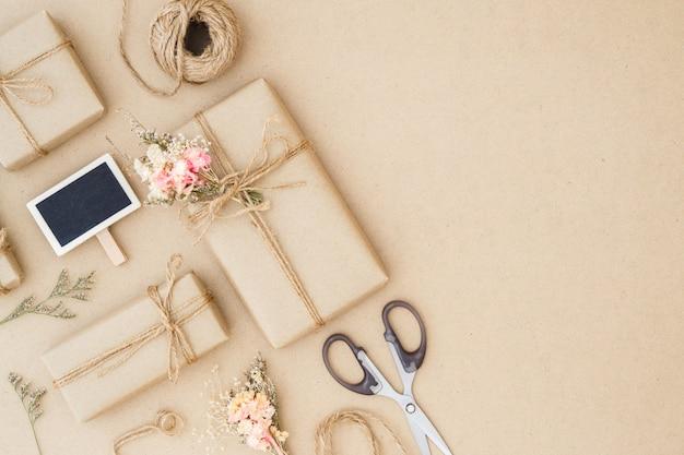 Mooie kleine handgemaakte doe-het-geschenkboxen