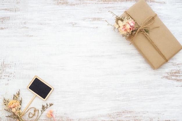 Mooie kleine handgemaakte doe-het-geschenkdoos