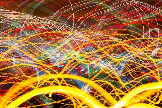 Mooie kleurrijke achtergrond met licht en strepen die snel bewegen