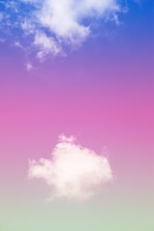 Mooie kleurrijke hemel en wolkenachtergrond.