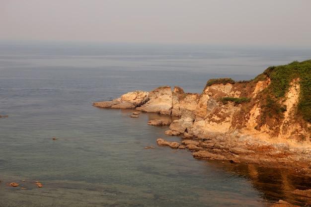 Mooie klif aan de spaanse kust