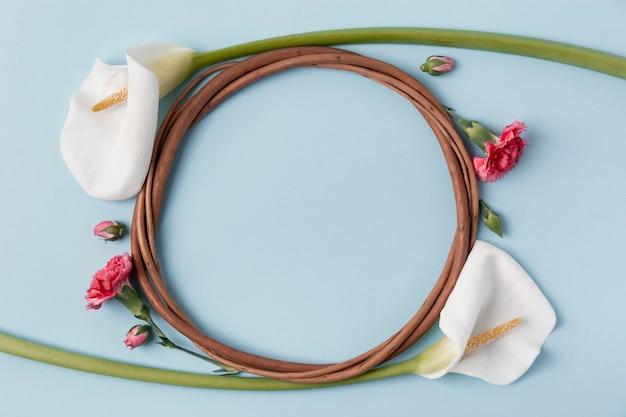 Mooie krans gemaakt van calla lelie met kopie ruimte
