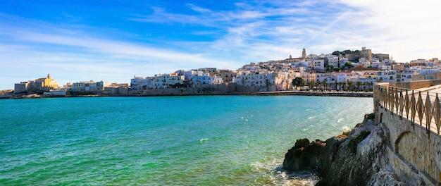 Mooie kustplaats vieste in puglia. italiaanse zomervakantie