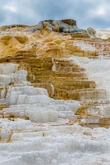 Mooie laag van de hete lente, het mammoet hete nationale park van de lente yellowstone