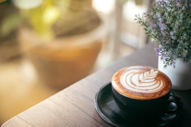 Mooie latte kunst in deze mok