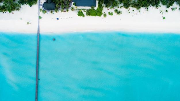 Mooie luchtfoto van de maldiven en tropisch strand
