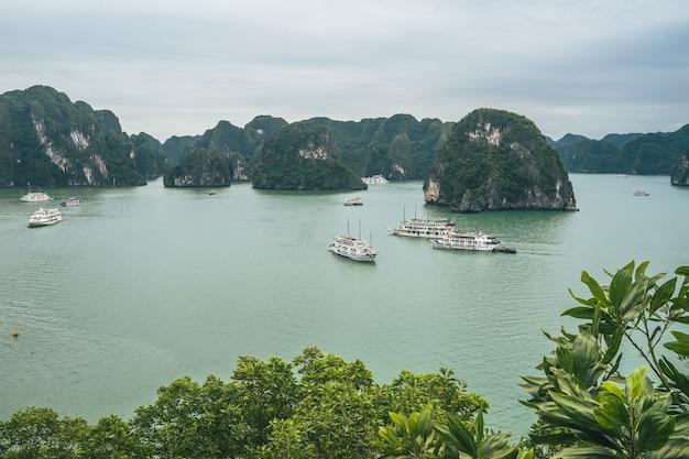 Mooie luchtfoto van ha long bay