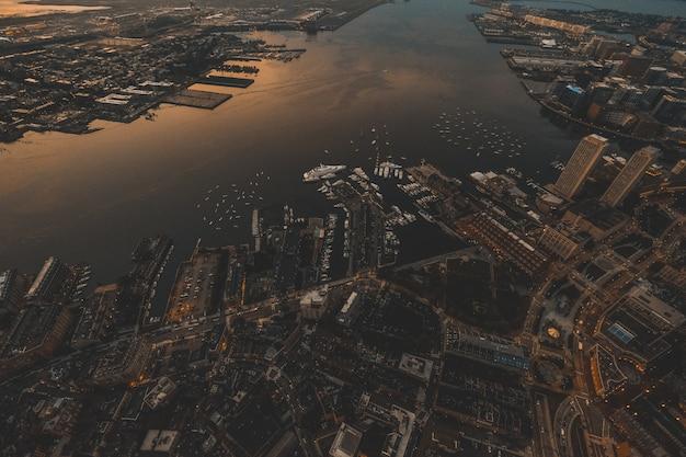 Mooie luchtfoto van stedelijke stad