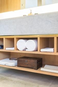 Mooie luxe badkamer en toiley interieur