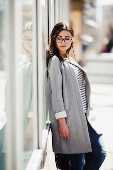 Mooie mannequin met brilwinkels