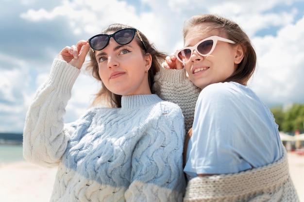 Mooie meisjes tijd samen doorbrengen