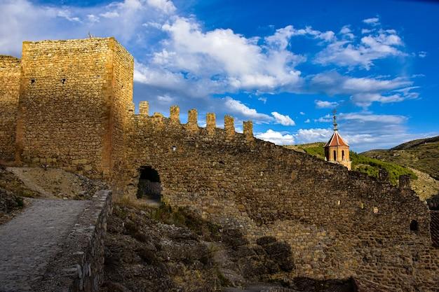 Mooie middeleeuwse stad albarracin in spanje