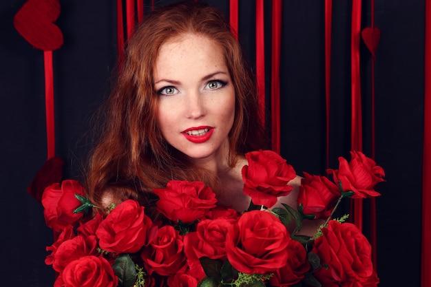 Mooie mode vrouw met rozen
