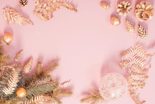 Mooie moderne kerstachtergrond in gouden en roze kleuren