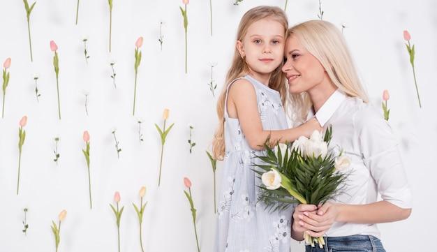 Mooie moeder en dochter middellange schot