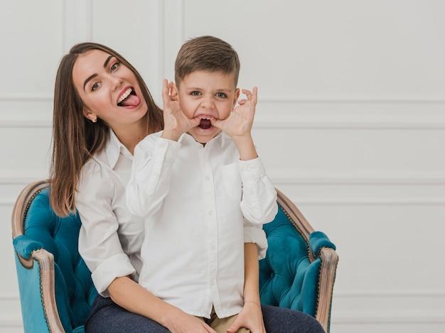 Mooie moeder en zoon samen