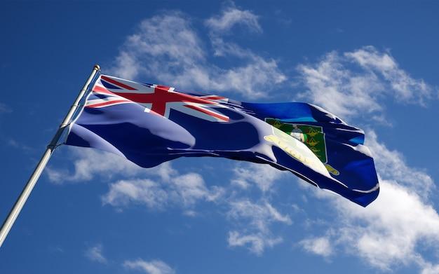 Mooie nationale vlag van britse maagdeneilanden wapperen op hemelachtergrond.