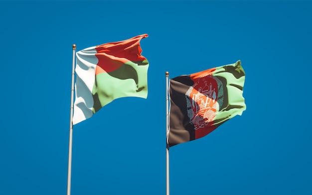 Mooie nationale vlaggen van afghanistan en madagaskar Premium Foto