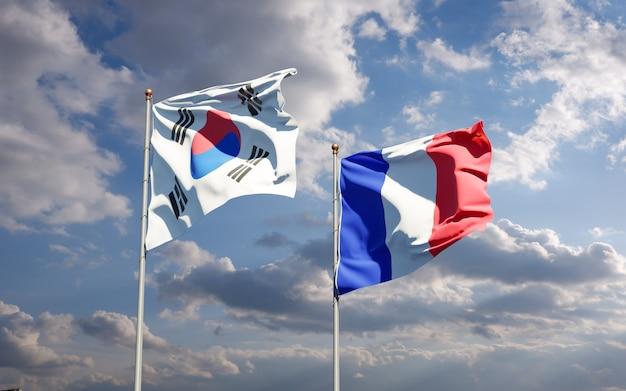 Mooie nationale vlaggen van frankrijk en zuid-korea samen aan de hemel
