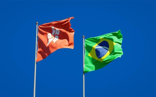Mooie nationale vlaggen van hong kong hk en brazilië samen op blauwe hemel