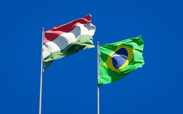 Mooie nationale vlaggen van hongarije en brazilië samen op blauwe hemel