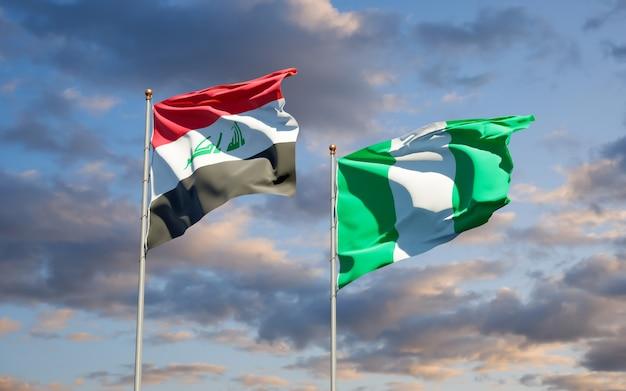 Mooie nationale vlaggen van irak en nigeria samen op blauwe hemel