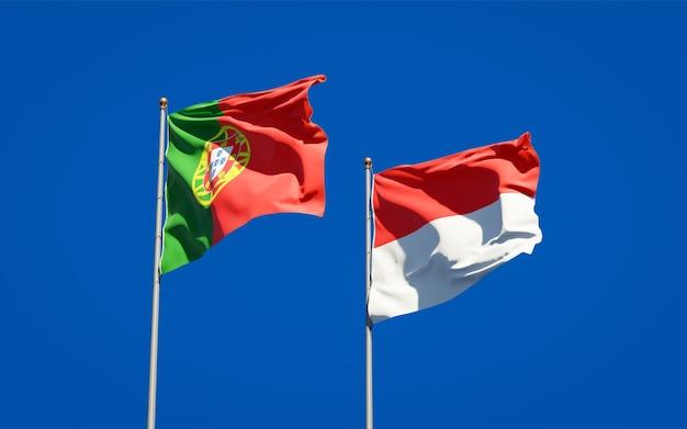 Mooie nationale vlaggen van portugal en indonesië samen op blauwe hemel