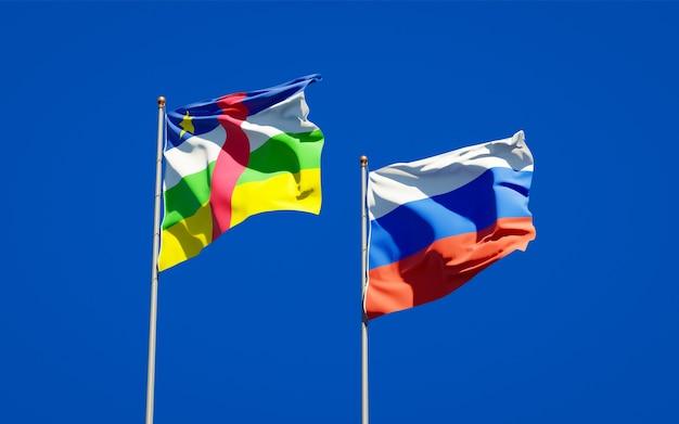 Mooie nationale vlaggen van rusland en de centraal-afrikaanse republiek van de auto samen op blauwe hemel. 3d-illustraties