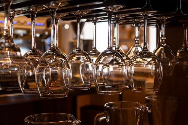 Mooie nieuwe glazen voor wijn uit glas