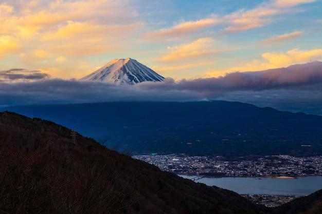 Mooie ochtendzonsopgang bij onderstel fuji, kawaguchigo, japan