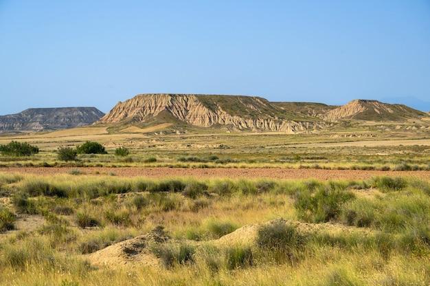 Mooie opname van de semi-woestijn natuurlijke regio bardenas reales in spanje