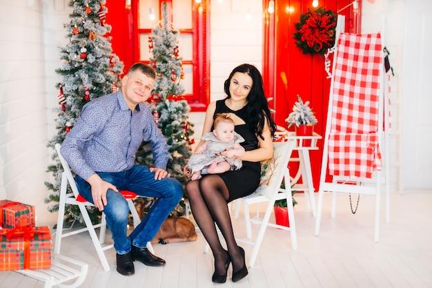 Mooie ouders met hun schattige baby
