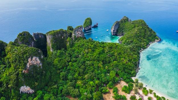Mooie phi van het landschaps luchtmening hpi eilandplaats thailand