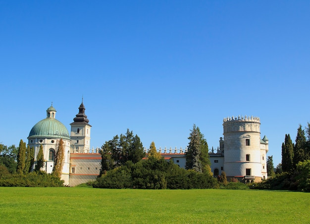 Mooie renaissance stijl kasteel in krasiczyn, polen